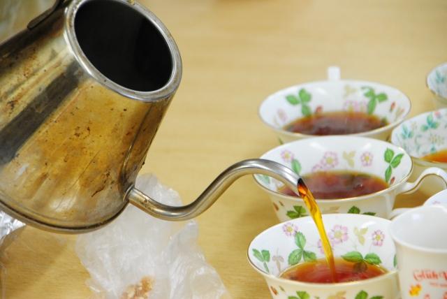 へそで茶をわかす 意味 語源 由来 例文 使い方